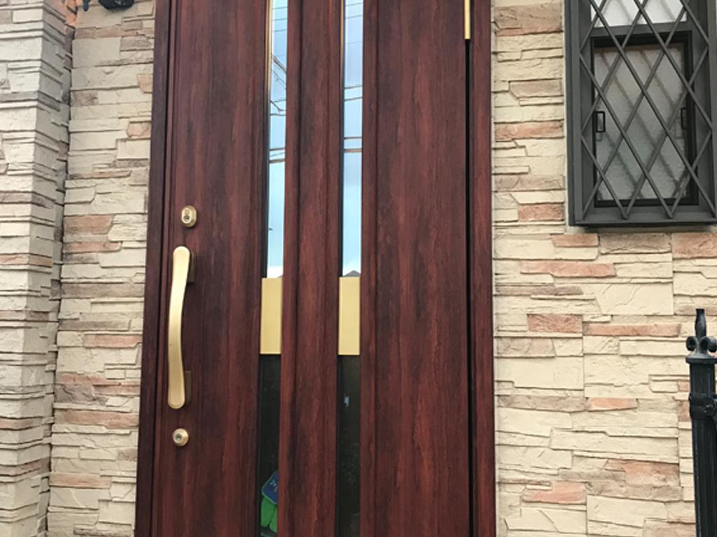 玄関ドアにダイノックシート
