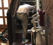 カーペットの階段敷き詰め工事
