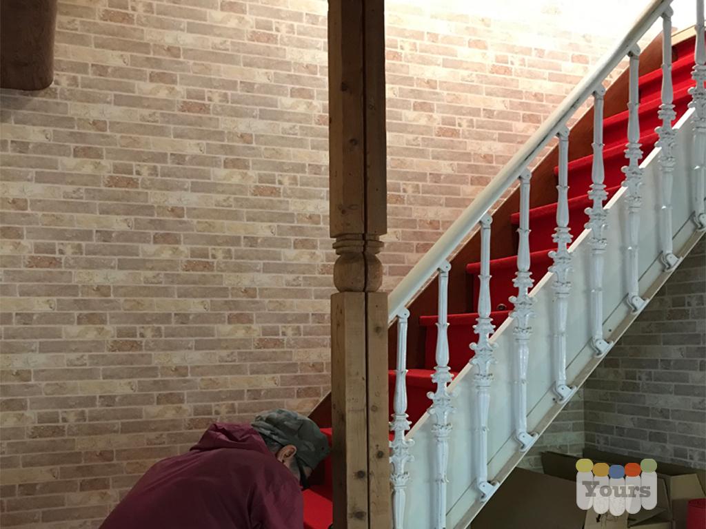 壁紙の張り替えと階段のカーペット張り